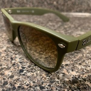 Ray-Ban Matte Olive Green Sunglasses Wayfarer Men